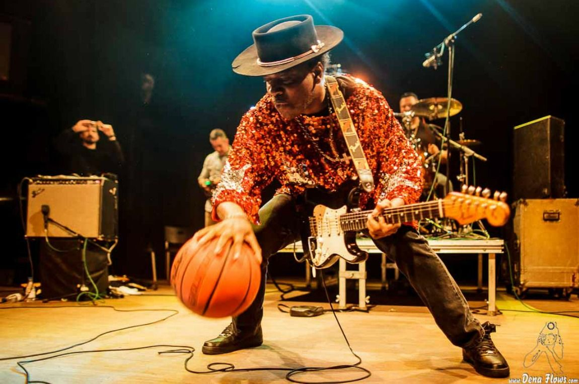 Carvin Jones por Dena Flows